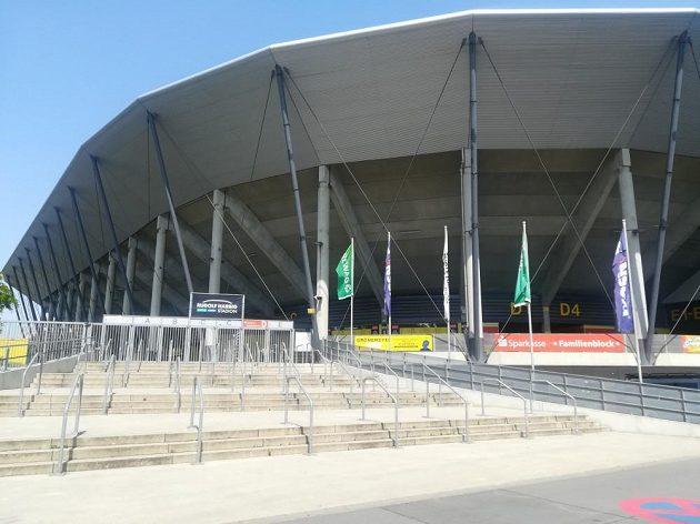 Stadion Rudolfa Harbiga v Drážďanech.