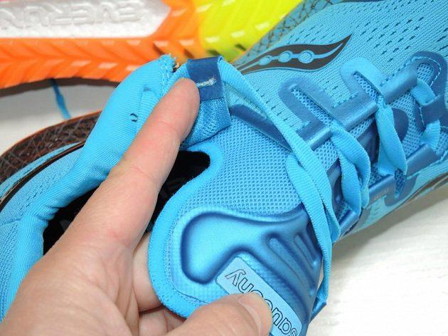 Běžecké boty Saucony Freedom ISO: Jazyk je řešen velmi neobvykle.