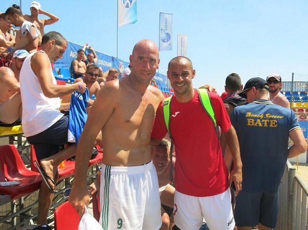 Fotku s Dinem musím mít! I slavný portugalský plážový fotbalista Madjer (vpravo) se nechal vedle Jana Kollera zvěčnit...