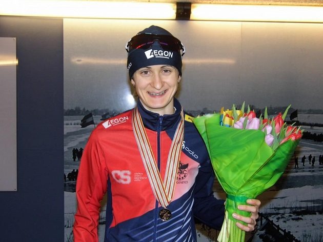 Rychlobruslařka Martina Sáblíková po zisku druhé zlaté medaile v Heerenveenu.