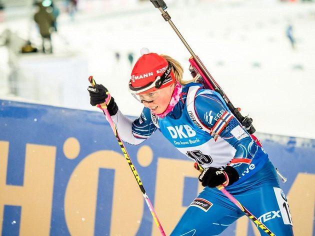 Eva Puskarčíková při sprintu v Östersundu.