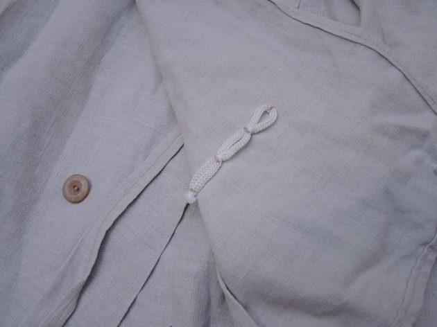 Běžecká suknice Zahálka BS 1.0: Detail zapínání vpředu.