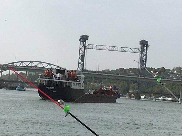 Tichý Don brázdí parníky, remorkéry i obrovité lodní koráby.