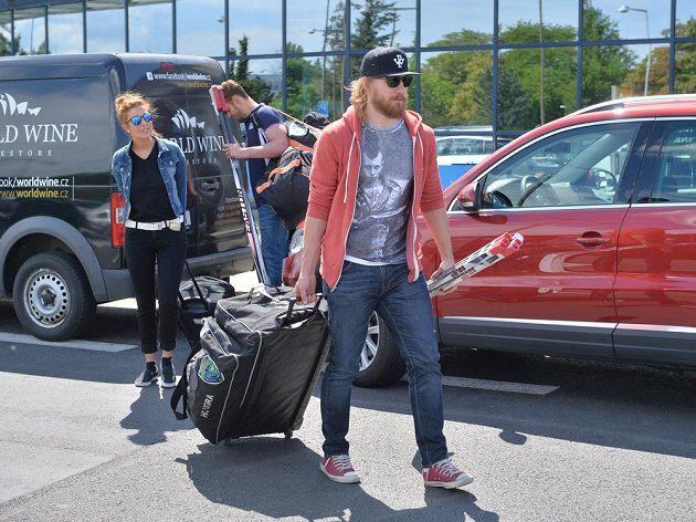Lukáš Kašpar na letišti v Ruzyni.
