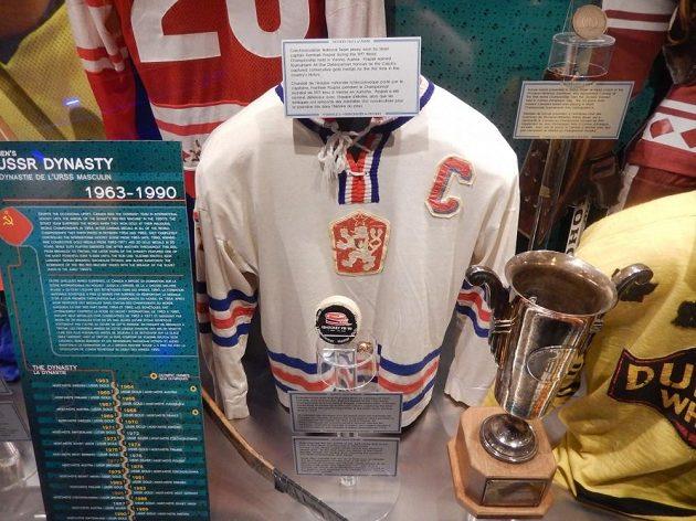 Dres Františka Pospíšila, kapitána československého týmu z MS 1977, který se hrál ve Vídni.