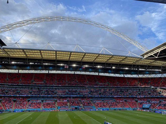 Typický oblouk nad Wembley...