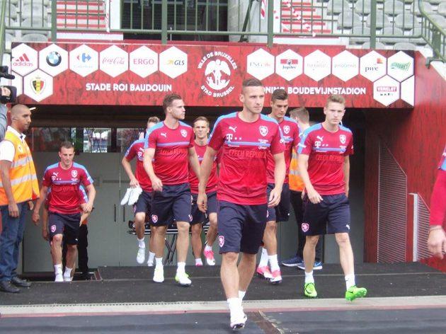 Pavel Kadeřábek přivádí český tým na trénink v Bruselu.