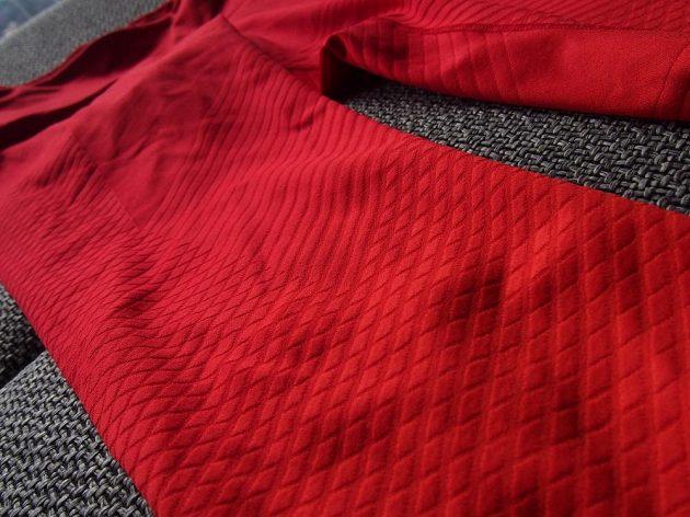 Nike Zonal Strenght Tights: Detail textilního žebrování.