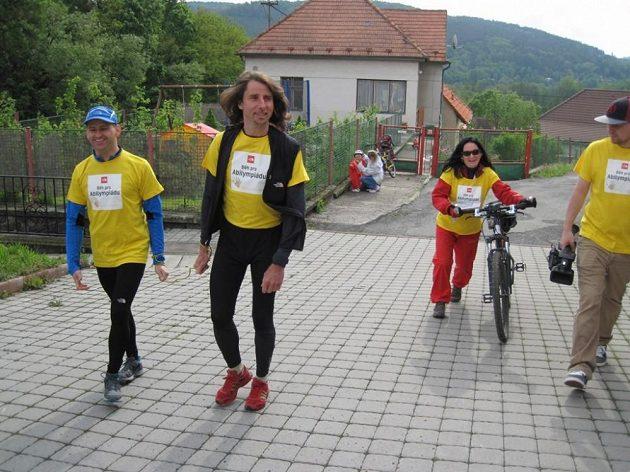 Nevidomý běžec Jan Říha a jeho trasér Jan Škrabálek.