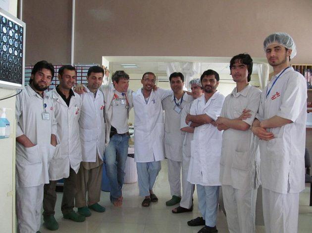 Tomáš a jeho afghánský tým Lékařů bez hranic.