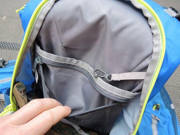 Běžecký batoh/běžecká vesta CamelBak Ultra 10 - pohled do útrob.