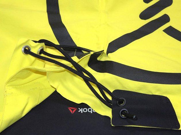 Kraťasy Spartan Pro Mud Short: Zajímavě řešené zavazování v detailu.