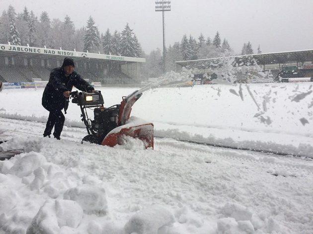 Kalamita v Jablonci, liga s Hradcem se 2. prosince 2016 hrát nebude.