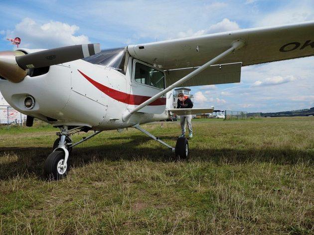 Pavel Francouz se připravuje na let.