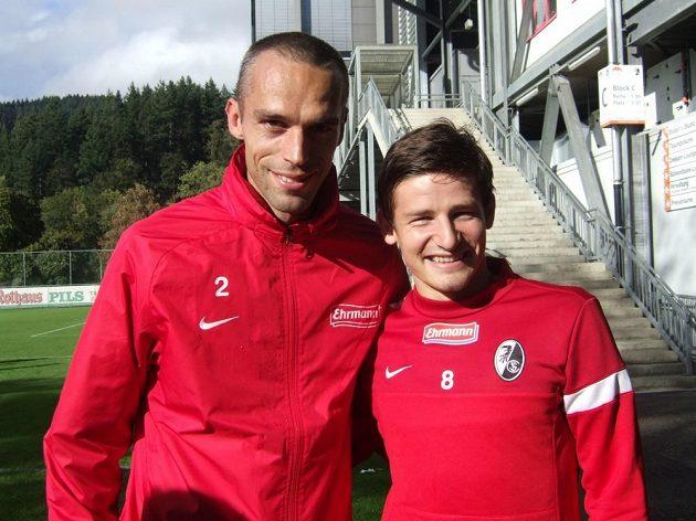 Pavel Krmaš (vlevo) a jeho bývalý spoluhráč z Freiburgu Václav Pilař.