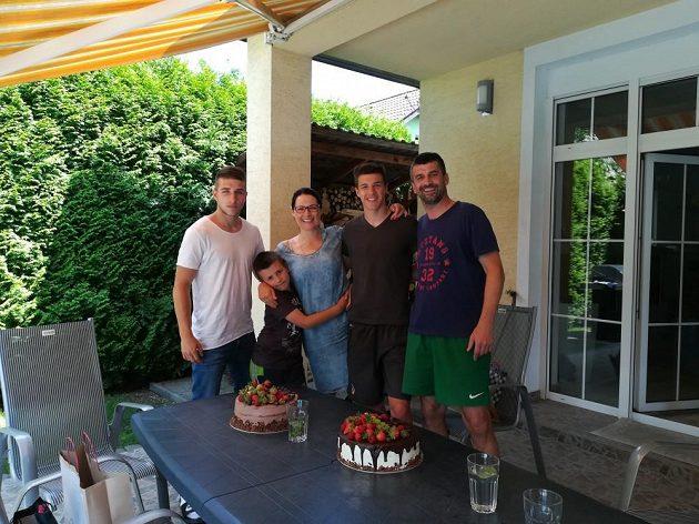 Petr Gabriel s rodinou.