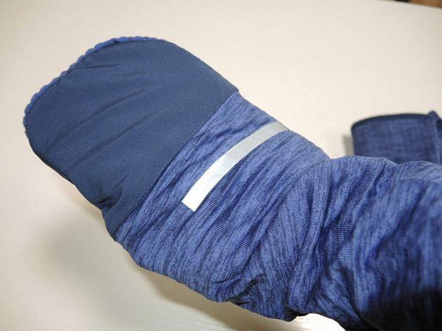 Běžecká mikina Nike Therma Sphere Element: Pouhým přehrnutím manžety vzniká jednoduchá rukavice.