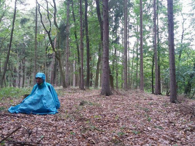 Spánek v lese? Každodenní realita týdenního maratónu.