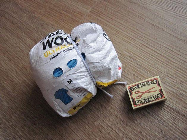 Další předností vlněného prádla je jeho dobrá sbalitelnost. Pytlíček je součástí balení.