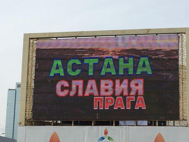 Světelné tabule po Astane lákají na čtvrteční zápas domácího týmu se Slavií.