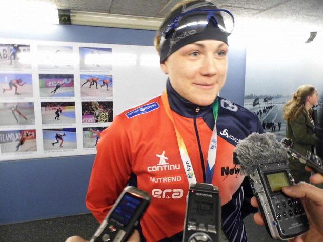 Rychlobruslařka Karolína Erbanová se v Heerenveenu dočkala první medaile z MS.