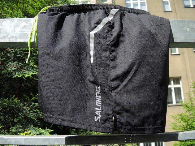 Salming Running Shorts - reflexní prvky a ventilační perforace.