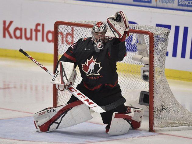 Brankář Joel Hofer z Kanady zasahuje ve finále MS dvacítek proti Rusku.