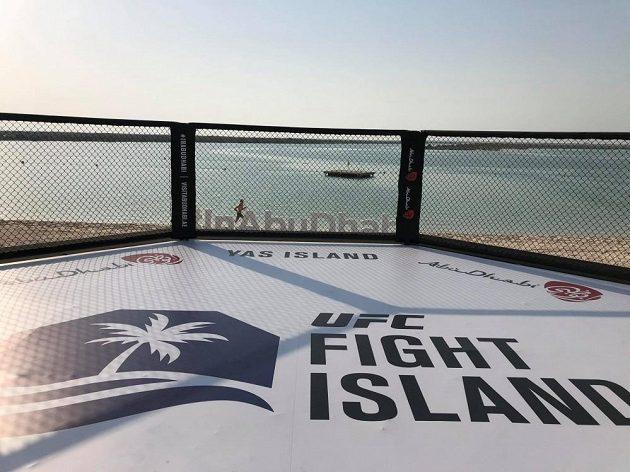 Pohled z klece na ostrově Yas.