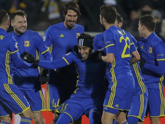 Radost fotbalistů Rostova na Donu po výhře nad Bayernem.