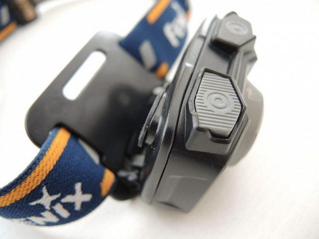 Odolná čelová svítilna Fenix HL32R - možnosti naklopení.