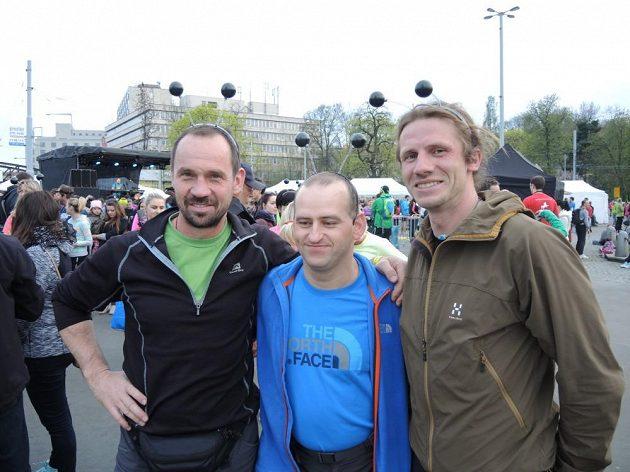 Mezi svítící členovce se vypravil také sportovec Jan Říha se svými horolezeckými druhy.