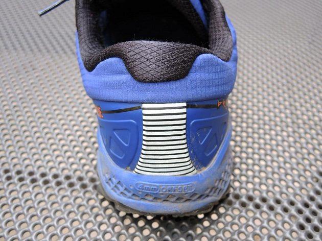 Běžecké boty Saucony Peregrine 7 Arctic - detail reflexní paty s exoskeletem.