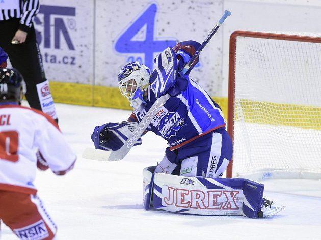 Brankář Brna Karel Vejmelka během utkání s Olomoucí.