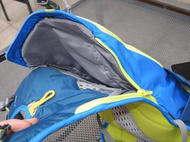 Běžecký batoh/běžecká vesta CamelBak Ultra 10 - samostatná přihrádka na hydratační vak.