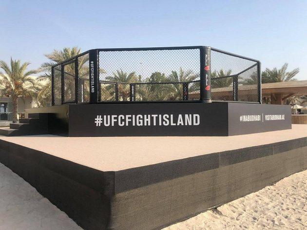 UFC klec v Abú Zabí.