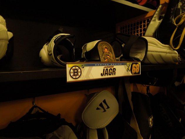Pravoslavná ikona figuruje mezi hokejovým nádobíčkem Jaromíra Jágra v kabině Bostonu.