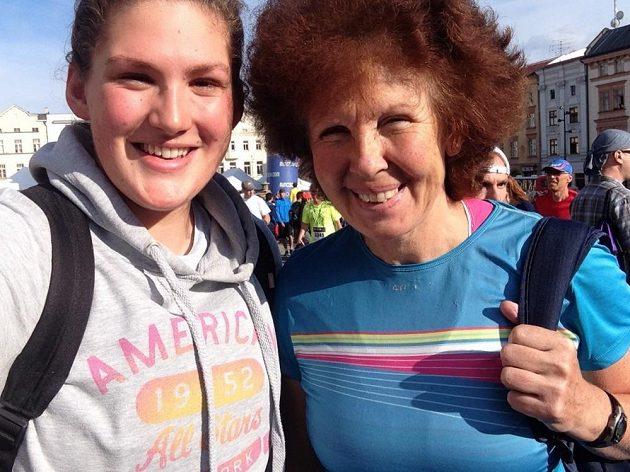 Irena Procházková s dcerou. Na závodech. Jak jinak.