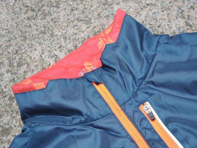 Trailová běžecká vesta Kalenji: Okolí krku se vyznačuje komfortním zpracováním.