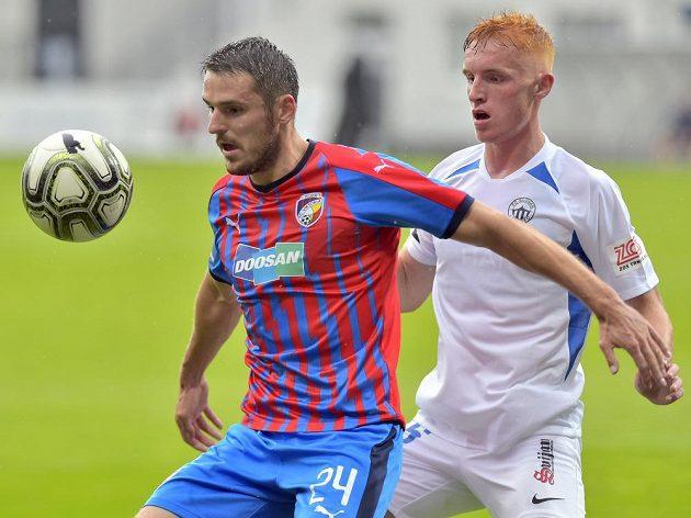 Zleva Milan Havel z Plzně a Radim Černický z Liberce v utkání ve skupině o titul.