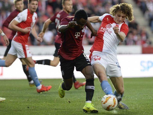 SO míč bojují (zleva) Guélor Kanga ze Sparty a Alex Král ze Slavie.