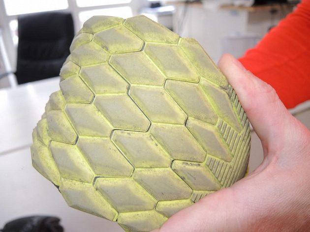 Boty Saucony Nomad TR: Podrážka je segmentovaná, složená z šestiúhelníků.