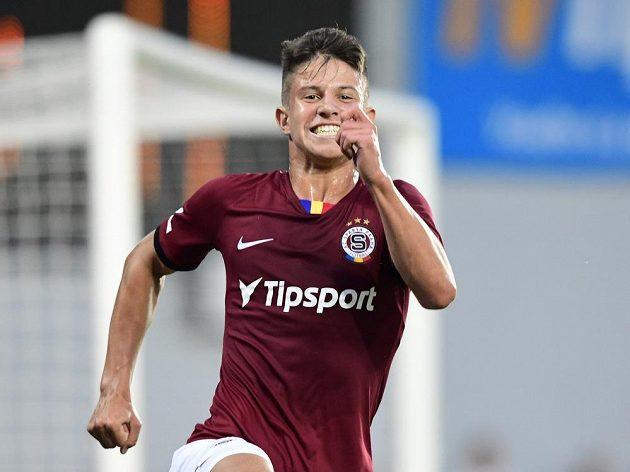 Adam Hložek ze Sparty se raduje z vítězného gólu proti Jablonci.