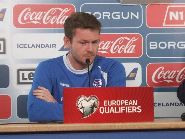 Kapitán islandského týmu Aron Einar Gunnarsson na tiskové konferenci v Reykjavíku.