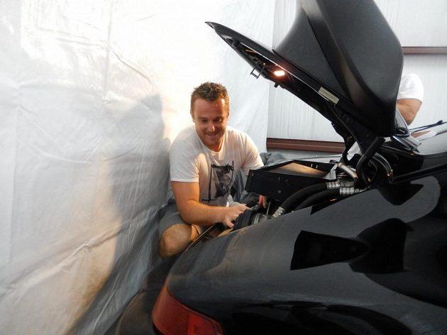 Pavel Kubina auta zbožňuje.