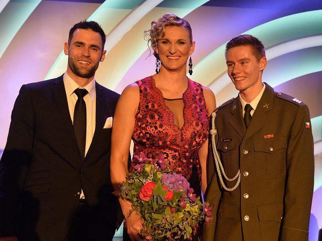 Atletkou roku 2016 se stala oštěpařka Barbora Špotáková. Na snímku vlevo je reprezentant ve skoku o tyči Jan Kudlička, který se umístil na druhém místě a na třetím sprinter Pavel Maslák (vpravo).