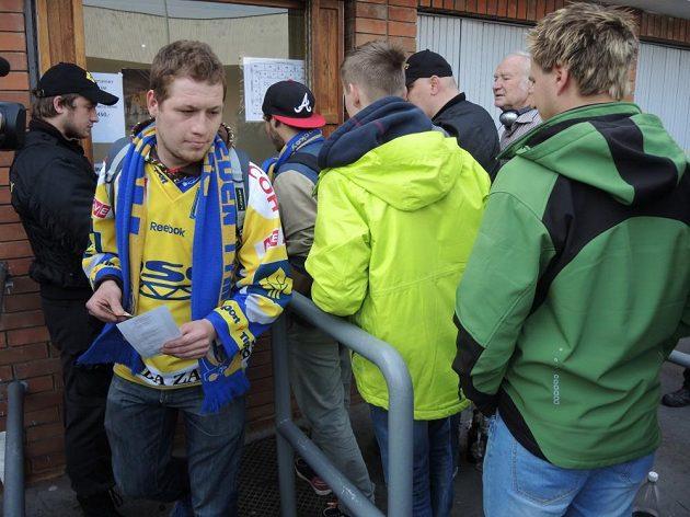Zlínský fanoušek si odnáší lístek na pátý finálový zápas play off s Brnem.