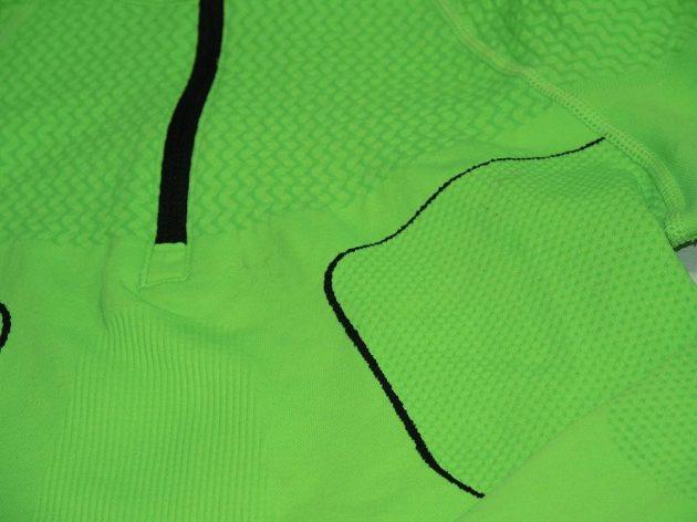 Termotriko Mizuno BG WAVE LS HZ: Přehlídka nejrůznějšího tkaní vláken.