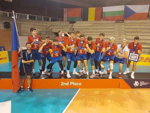 Česká radost. Volejbalisté do 18 let vezou z mistrovství Evropy v Itálii stříbrné medaile.