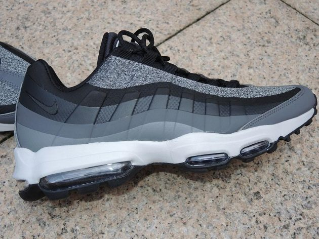 Boty Nike Air Max 95 - pohled zboku.