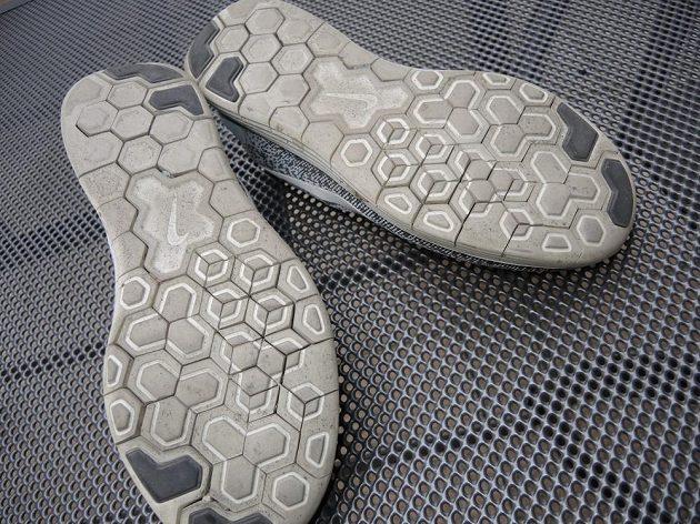Boty Nike Free RN Distance - segmentovaná podrážka se časem rozvolní a nechytá tolik kamínků.